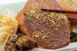 食べる前に青海苔、ダシ粉をかけて食べる!
